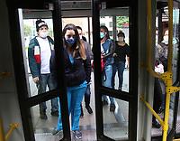 BOGOTÁ - COLOMBIA, 07-05-2020:Usuarios de Transmilenio  durante el aislamiento preventivo obligatorio que mantiene el país  para prevenir la pandemia del Coronavirus que hoy cumple 39 dias ./<br /> Transmilenio passengersduring the mandatory preventive isolation that the country maintains to prevent the 39-day Coronavirus pandemic.. Photo: VizzorImage / Felipe Caicedo / Staff