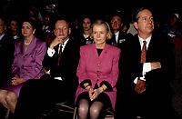 FILE -  Jean Chretien, Daniel Johnson et son epouse (M) lorsque<br /> Les partisans du non tiennent un grand rassemblement a l'auditorium de Verdun le 24 octobre 1995<br /> <br /> PHOTO : Agence Quebec Presse