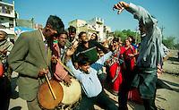Delhi / India.Festa di matrimonio in un quartiere della periferia di Delhi.Foto Livio Senigalliesi..Delhi / India.Wedding party in a suburb of Delhi..Photo Livio Senigalliesi.