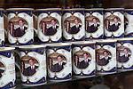 United Kingdom, London: Souvenir mugs for the Royal wedding between Prince William and Kate Middleton | Grossbritannien, England, London: koenigliche Hochzeit, Trinkbecher mit dem Foto des Brautpaares Prince William and Kate Middleton