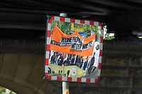 """Unter dem Motto """"Keine Profite mit der Miete"""" beteiligten sich am Samstag den 28. September 2013 nach Angeben der Vranstalter ueber 10.000 Menschen in 12 deutschen Staedten an Aktionen und Demonstrationen.<br />In Berlin gingen unter dem Motto """"Wem gehoert Berlin?"""" etwa 3000 Menschen auf die Strasse. Zu der Demonstration aufgerufen hatten unter anderem MieterInneninitiativen und Organisationen wie der Berliner Wassertisch und das Aktionsbuendnis A100-Stoppen sowie Studierendengruppen.<br />(M - Bild gespiegelt)<br />28.9.2013, Berlin<br />Copyright: Christian-Ditsch.de<br />[Inhaltsveraendernde Manipulation des Fotos nur nach ausdruecklicher Genehmigung des Fotografen. Vereinbarungen ueber Abtretung von Persoenlichkeitsrechten/Model Release der abgebildeten Person/Personen liegen nicht vor. NO MODEL RELEASE! Don't publish without copyright Christian-Ditsch.de, Veroeffentlichung nur mit Fotografennennung, sowie gegen Honorar, MwSt. und Beleg. Konto:, I N G - D i B a, IBAN DE58500105175400192269, BIC INGDDEFFXXX, Kontakt: post@christian-ditsch.de<br />Urhebervermerk wird gemaess Paragraph 13 UHG verlangt.]"""
