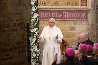 Papa Francesco visita la chiesa della Porziuncola, all'interno della Basilica di Santa Maria degli Angeli, in occasione dell'800esimo anniversario del Perdono di Assisi, 4 agosto 2016.<br /> Pope Francis attends a visit to the Porziuncola chapel at Santa Maria degli Angeli church to mark the 800th anniversary of the Pardon of Assisi, 4 August 2016.<br /> UPDATE IMAGES PRESS/Riccardo De Luca<br /> <br /> STRICTLY ONLY FOR EDITORIAL USE