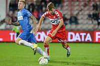 KV Kortrijk - KRC Genk : Lukas Van Eenoo (r) aan de bal voor Sebastien Dewaest <br /> Foto VDB / Bart Vandenbroucke