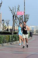Jogger am Peace Boulevard an der Promenade in Sliema, Malta, Europa