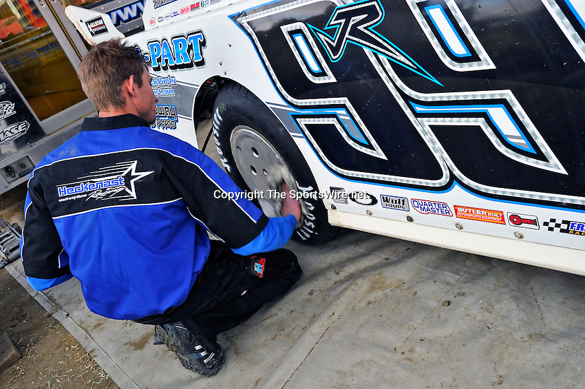 Feb 12, 2011; 5:42:09 PM; Gibsonton, FL., USA; The Lucas Oil Dirt Late Model Racing Series running The 35th annual Dart WinterNationals at East Bay Raceway Park.  Mandatory Credit: (thesportswire.net)