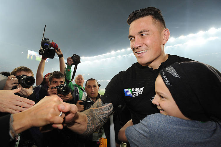 Sonny Bill Williams of New Zealand gives his winners' medal to a young All Blacks fan during the Rugby World Cup Final between New Zealand and Australia - 31/10/2015 - Twickenham Stadium, London<br /> Mandatory Credit: Rob Munro/Stewart Communications