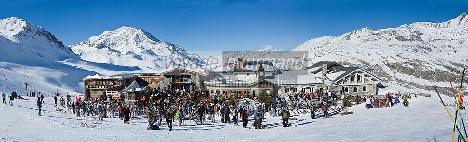 Europe/France/73/Savoie/Val d'Isère: Restaurant  et discothèque d'Altitude: La Folie douce    au sommet du telecabine de la Daille 2290m, en fond le Mont Blanc