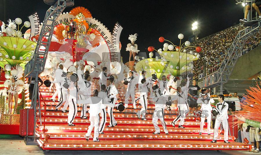 RIO DE JANEIRO, RJ, 07 DE JANEIRO 2011 - CARNAVAL RJ - SALGUEIRO - Integrantes da Escola Salgueiro durante desfile no Sambódromo da Marquês de Sapucaí durante o segundo dia dos desfiles do Grupo Especial do Carnaval 2011 do Rio de Janeiro. (FOTO: VANESSA CARVALHO / NEWS FREE).