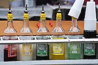 France/DOM/Martinique/ Saint-Pierre: détail des flacons de sirops sur l'étal d'un marchand de glaces un jour de marché