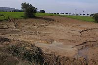 Alluvione a Tortoreto Lido. La causa principale dell'onda di fango che ha allagato Tortoreto Lido pare sia stata causata dalla frana di una parte della collina nel lago di Priore. La frana cadendo nel lago ne ha fatto straripare le acque, che sono scese a valle miste a melma e detriti. .Flood in Tortoreto Lido. The principal reason of the wave of mud that has flooded Tortoreto seems to have been caused by a landslide of the hills in Prior Lake. .The landslide falling into the lake has overflow water, which dropped down to a mixture of mud and debris..