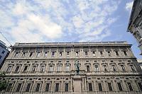 - Palazzo Marino, costruito fra il 1557 ed il 1563, dal 1861 storica sede del Comune di Milano <br /> <br /> - Palazzo Marino, built between 1557 and 1563, from 1861 historic home of the Milan Municipality