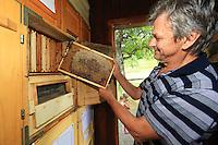 Slovenia – Begunje na Gorenjskem<br /> The Magdic family (Dorko, Tanja, Ana and Manca), three generations of beekeepers near the family apiary.  ///Trois générations d'apiculteurs près du rucher de la famille. La famille Magdic (Dorko, Tanja, Ana et Manca)