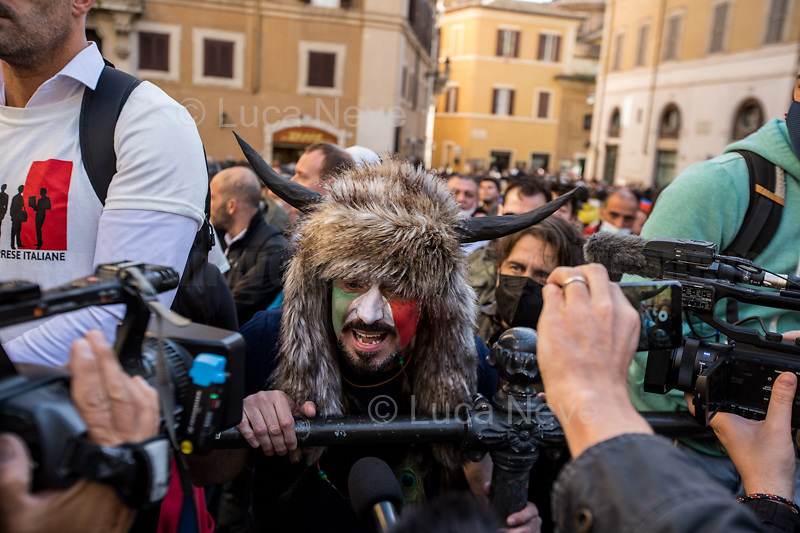 Rome, Italy. 06th Apr, 2021. Today, Hospitality Industry workers, Autonomous workers (Partite IVA, VAT Workers), Gym owners, supported by far-right extremist movements and political parties held a demonstration outside the Italian Parliament in Piazza Montecitorio to highlight the dramatic situation of workers in Italy during the ongoing pandemic Covid-19/Coronavirus, and to call the Italian Government, led by Prof. Mario Draghi, to act for immediate investments, aids (Ristori), and policies to save their industry, and the whole Country. Soon after the inflammatory speech of Vittorio Sgarbi MP, a group of protesters tried to force the barriers protecting the Italian Parliament and violently clashed with full riot gears police officers while glass and plastic bottles, chains, smoke bombs and flares, placards, were thrown towards Palazzo Montecitorio and the police. The Demo ended peacefully after a series of arrests, people injured in both sides - police and protesters -, and a delegation was received at Palazzo Montecitorio.