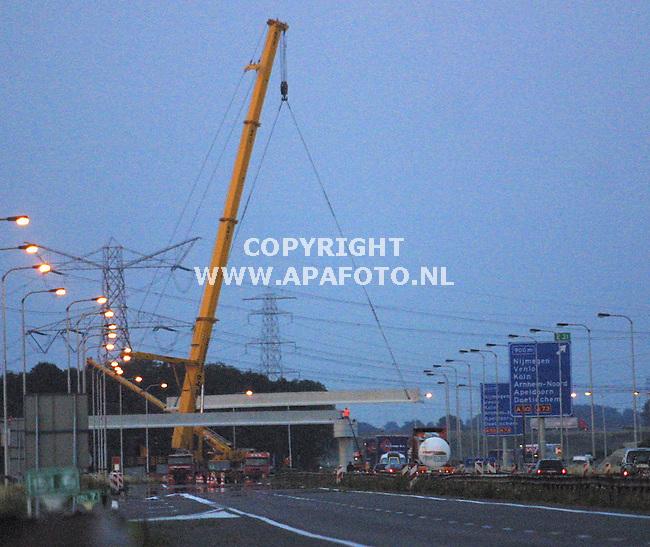 andelst, 100701<br />viaduct betuwelijn<br />foto: sjef prins / apa foto