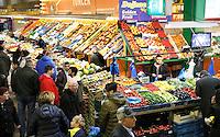 Nederland Beverwijk 2017. De Bazaar in Beverwijk. De Oosterse Markt. Groente en fruit.    Foto mag niet in negatieve context gebruikt worden.    Foto Berlinda van Dam / Hollandse Hoogte