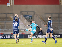 8th January 2021; AJ Bell Stadium, Salford, Lancashire, England; English Premiership Rugby, Sale Sharks versus Worcester Warriors; Duncan Weir of Worcester Warriors clears high over Tom Curry of Sale Sharks