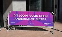 Nederland - Rotterdam- 2020.  World Port Center. Spandoek met de tekst: Dit loopt voor geen anderhalve meter.  TISFFNIETANDERS.  Foto ANP / Hollandse Hoogte / Berlinda van Dam