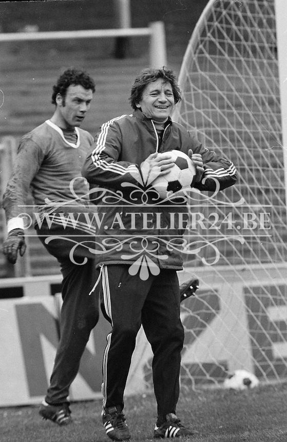 1977. RSC Anderlecht. Trainer Raymond Goethals met Jan Ruiter.
