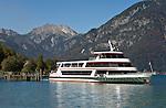 Austria, Tyrol, Achen Lake, sightseeing ship at Seespitz landig stage and Rofan mountains | Oesterreich, Tirol, bei Pertisau, Seespitz, Schiffsanlegestelle am Achensee vorm Rofangebirge