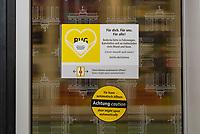 Hinweis zur Einhaltung der Maskenpflicht in den oeffentlichen Verkehrsmitteln in der Berliner U-Bahn.<br /> 31.10.2020, Berlin<br /> Copyright: Christian-Ditsch.de