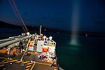 Le bateau militaire dominicain Capotillo, avec à son bord des équipes de secouristes français, approche du port de Jacmel, à 80km au sud de Port-au-Prince, le 18/01/2010.