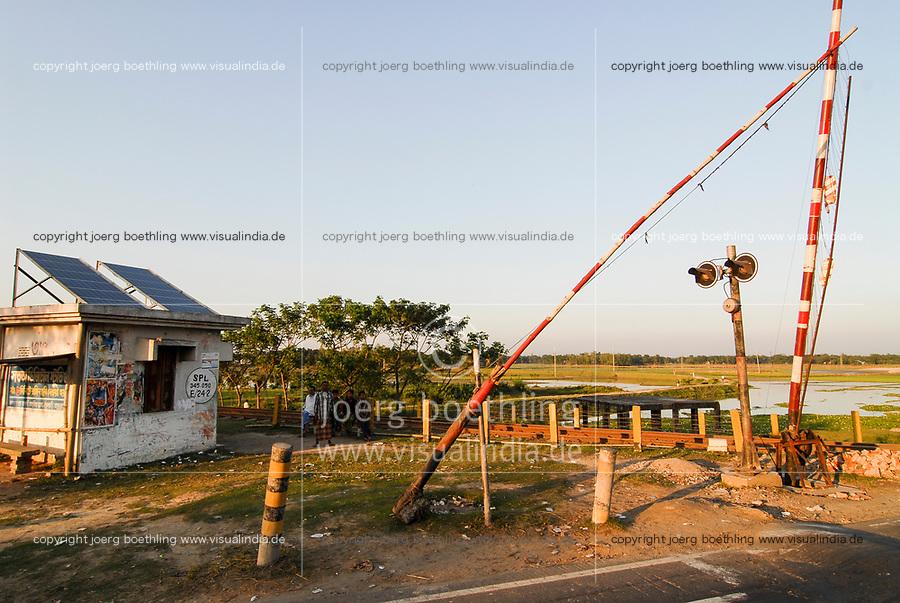 BANGLADESH , solar-powered railway barrier house