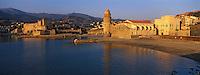 Europe/France/Languedoc-Roussillon/66/Pyrénées-Orientales/Collioure: le port, le château et le clocher dôme ancien phare du port