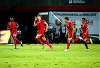 BUCARAMANGA - COLOMBIA - 11 - 11 - 2017: Los jugadores de Rionegro Aguilas, celebran el gol anotado al Atletico Bucaramanga, durante partido entre Atletico Bucaramanga y Rionegro Aguilas, de la fecha 15 por la Liga Aguila II-2017, jugado en el estadio Alfonso Lopez  de la ciudad de Bucaramanga. / The players of Rionegro Aguilas, celebrate a scored goal to Atletico Bucaramanga, during a match between Atletico Bucaramanga and Rionegro Aguilas, for the date 15 of the Liga Aguila II - 2017 at the Alfonso Lopez  Stadium in Bucaramanga city Photo: VizzorImage  / Oscar Martinez  / Cont.