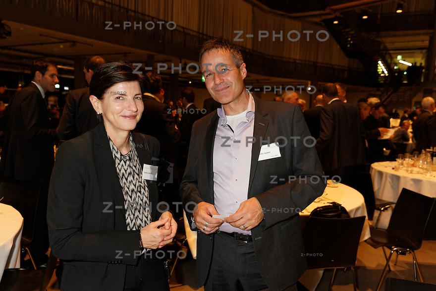 v.l.n.r. Esther Denzler, Cédric Aubert<br /> am 29. Oktober 2015 in der Umwelt Arena Spreitenbach - Smart Energy Party 2015<br /> <br /> Copyright © Zvonimir Pisonic