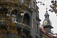 EEurope/République Tchèque/Prague:Quartier Juif - Immeuble et Détail de la tourelle   de l'Hotel de Ville Juif et de l'Horloge dont les aiguilles vont à rebours cf :Apollinaire