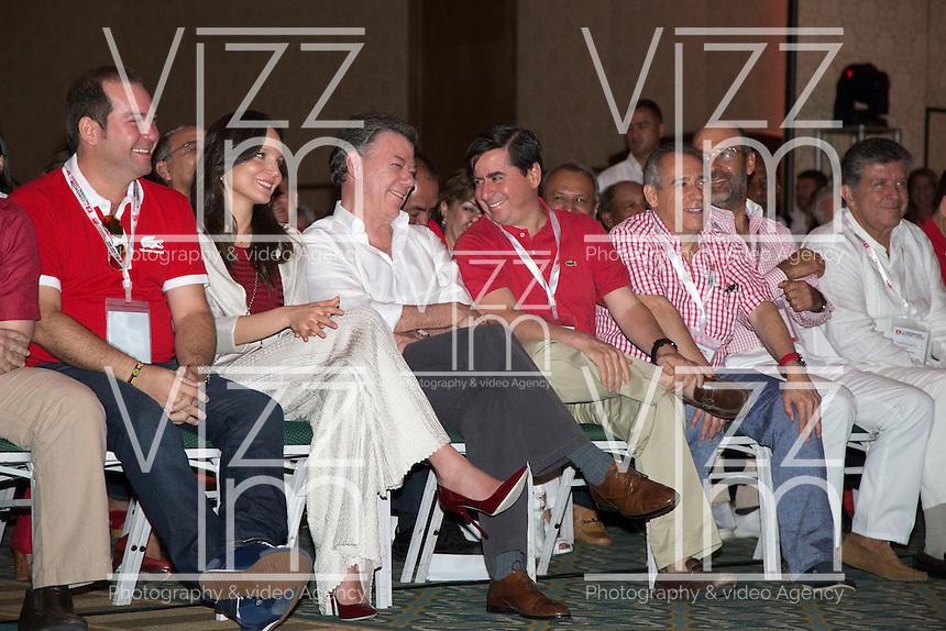 CARTAGENA -COLOMBIA, 30-11-2013: El Presidente de Colombia Juan Manuel Santos (centro Izquierda), habla con Juan Fernando Cristo (centroderecha) hoy 1 de diciembre del 2013 a la VI Convención Nacional Liberal, en la ciudad de Cartagena de Indias./ Juan Manuel Santos, president of Colombia, (Center L)  talks with Juan Fernando Cristo (Center R) during the VI National Convention of Liberal Party at cartagena de Indias. Photo: VizzorImage / © Juan Manuel Barrero Bueno / Partido Liberal