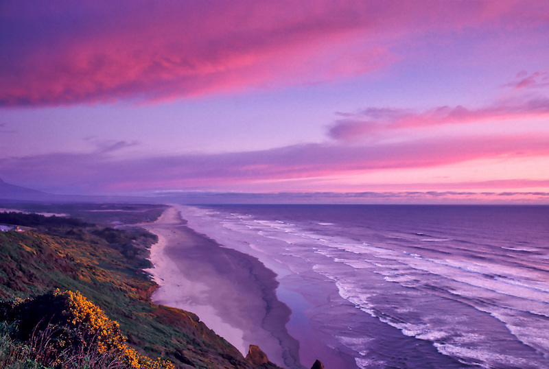 Looking south along Oregon Coast. North of Florence, Oregon.