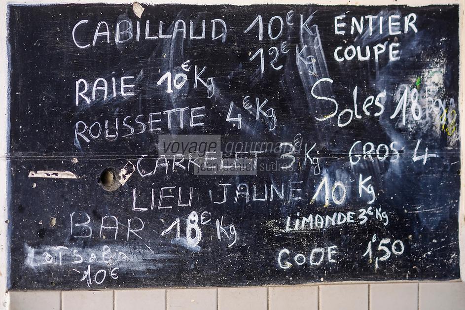 Europe/France/Normandie/76/Seine Maritime/  Le Havre:  Marché au Poisson - Ardoise des prix des poissons //  Europe / France / Normandy / 76 / Seine Maritime / Le Havre: Fish Market - Fish prices slate