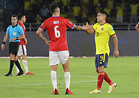 BARRANQUILLA – COLOMBIA, 09-09-2021: Radamel Falcao Garcia de Colombia (COL) saluda a Enzo Roco de Chile (CHI) después del partido entre los seleccionados de Colombia (COL) y Chile (CHI), de la fecha 9 por la clasificatoria a la Copa Mundo FIFA Catar 2022, jugado en el estadio Metropolitano Roberto Melendez en Barranquilla. / Radamel Falcao Garcia of Colombia (COL) greets to Enzo Roco of Chile (CHI) after a match between the teams of Colombia (COL) and Chile (CHI), of the 9th date for the FIFA World Cup Qatar 2022 Qualifier, played at Metropolitan stadium Roberto Melendez in Barranquilla. / Photo: VizzorImage / Jairo Cassiani / Cont.