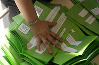 Lo spoglio delle schede.Referendum su centrali nucleari, legittimo impedimento e privatizzazione dell' acqua. Referendum on nuclear power production and water privatization..12-13 giugno 2011...