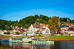 Deutschland, Freistaat Sachsen, Saechsische Schweiz, Elbsandsteingebirge, Stadt Wehlen an der Elbe, historischer Raddampfer Pirnau | Germany, the Free State of Saxony, Saxon Switzerland, Elbe Sandstone Mountains, town Wehlen at river Elbe, historic paddle steamer Pirna