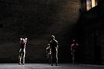 CE QUE NOUS SOMMES..conception et chorégraphie Radhouane El Meddeb..interprétation Alice Daquet, Margot Dorléans, Anne Foucher, Olivier Balzarini, Sébastien Dumont ..musique Sir Alice accompagnée de Gaspar Claus (violoncelle) scénographie Annie Tolleter ..lumières Xavier Lazarini ..costumes Johanna Lavorel ..régie générale Bruno Moinard..Lieu: Le jardin de l'ancien Eveche..Ville : Uzes..Festival Uzes Danse 2011..le 22/06/2011..© Laurent Paillier / photosdedanse.com..All rights reserved