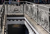 Jugendstil-Toiletten in Einkaufstraße Graben, Wien, Österreich, UNESCO-Weltkulturerbe<br /> Art Nouveau Toilet at shoppingstreet Graben, Vienna, Austria, world heritage