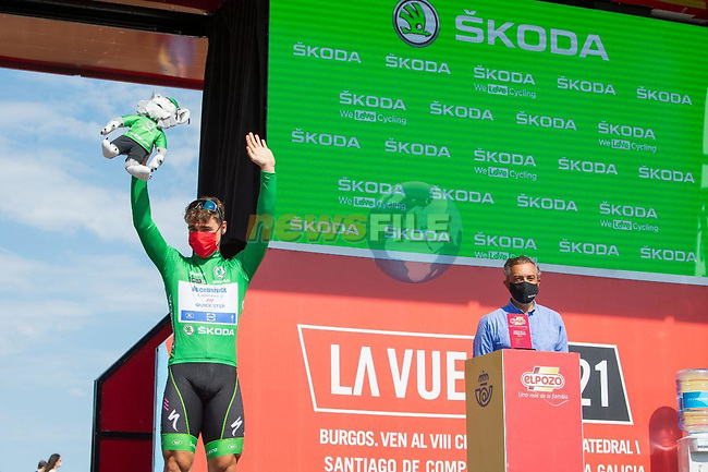 Green Jersey Fabio Jakobsen (NED) Deceuninck-Quick-Step at sign on before the start of Stage 16 of La Vuelta d'Espana 2021, running 180km from Laredo to Santa Cruz de Bezana, Spain. 31st August 2021.     <br /> Picture: Cxcling | Cyclefile<br /> <br /> All photos usage must carry mandatory copyright credit (© Cyclefile | Cxcling)