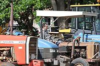 Holambra (SP), 07/01/2021 - PROTESTO-SP - Mais de 500 produtores participam do protesto chamado de tratoraço contra o fim da isenção de 4,14% sobre o ICMS dos insumos agrícolas. A manifestação em Holambra, coordenada pela Cooperativa Veiling Holambra, Cooperflora e Cooperativa de Insumos, é realizada na manhã desta quinta-feira (07) na região central e no parque Expoflora.