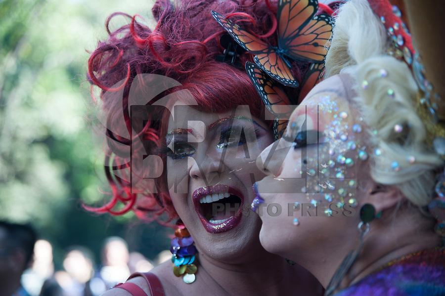 SÃO PAULO,SP, 18.06.2017 - PARADA-SP -Público durante a 21º  Parada do orgulho LGBT. Na avenida paulista em São Paulo neste domingo, 18.  (Foto: Rogério Gomes/Brazil Photo Press)