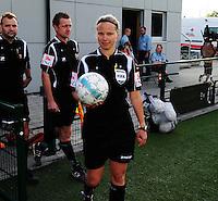 Vriendschappelijke interland vrouwenvoetbal : Belgium A - France A te Nieuwpoort ;..scheidsrechter Leen Martens ..foto DAVID CATRY / Vrouwenteam.be