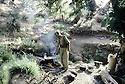 Irak 1985 Dans les zones libérées, région de Lolan, le cuisinier dans une base de peshmergas Iraq 1985 In liberated areas, Lolan district, the cook in a base of peshmergas