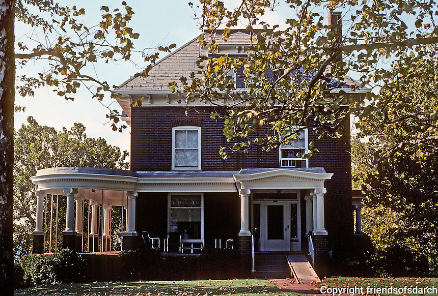 Alton: Schweppe House, 200 Prospect. Built in 1909. Photo '77.