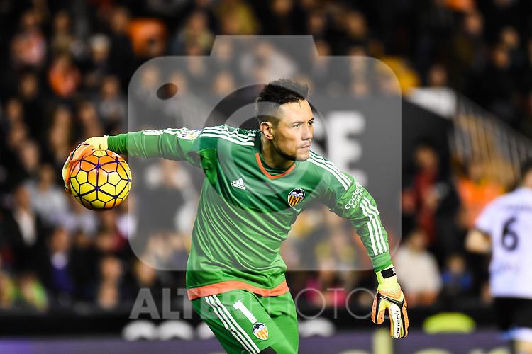 Valencia's  Diego Alves  during La Liga match. February 13, 2016. (ALTERPHOTOS/Javier Comos)