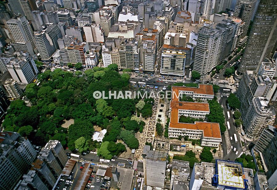 Vista aérea do centro da cidade. São Paulo. 2002. Foto de Juca Martins.