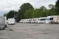 Wohnwagen vom Campingplatz Biebesheim wurden bereits an die Rheinhalle in Biebesheim gebracht - Suedhessen 15.07.2021: Hochwasser am Rhein des sueshessischen Ried