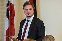 """4. Sitzung des 2. Untersuchungsausschusses <br /> der 18. Wahlperiode des Berliner Abgeordnetenhaus - """"BER II"""" - am Freitag den 12. Oktober 2018.<br /> Der Ausschuss soll die Ursachen, Konsequenzen und Verantwortung fuer die Kosten- und Terminueberschreitungen des im Bau befindlichen Flughafens """"Berlin Brandenburg Willy Brandt"""" aufklaeren.<br /> Als oeffentlicher Tagesordnungspunkt war die Beweiserhebung durch Vernehmung des Zeugen  BER-Chef Prof. Dr.-Ing. Engelbert Luetke Daldrup vorgesehen.<br /> Im Bild: Der AfD-Fraktionsvorsitzende im Berliner Abgeordenetenhaus, Frank Hansel, vor Beginn der Sitzung.<br /> 12.10.2018, Berlin<br /> Copyright: Christian-Ditsch.de<br /> [Inhaltsveraendernde Manipulation des Fotos nur nach ausdruecklicher Genehmigung des Fotografen. Vereinbarungen ueber Abtretung von Persoenlichkeitsrechten/Model Release der abgebildeten Person/Personen liegen nicht vor. NO MODEL RELEASE! Nur fuer Redaktionelle Zwecke. Don't publish without copyright Christian-Ditsch.de, Veroeffentlichung nur mit Fotografennennung, sowie gegen Honorar, MwSt. und Beleg. Konto: I N G - D i B a, IBAN DE58500105175400192269, BIC INGDDEFFXXX, Kontakt: post@christian-ditsch.de<br /> Bei der Bearbeitung der Dateiinformationen darf die Urheberkennzeichnung in den EXIF- und  IPTC-Daten nicht entfernt werden, diese sind in digitalen Medien nach §95c UrhG rechtlich geschuetzt. Der Urhebervermerk wird gemaess §13 UrhG verlangt.]"""