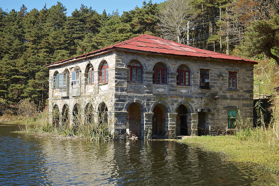 A Property Built A Little Too Close To Ruqin Lake In Lushan (Kuling).