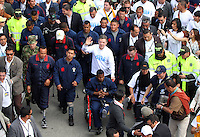 "BOGOTA-COLOMBIA-9-04-2013. BOGOTA-COLOMBIA: 09-04-2013. Miles de Colombianos encabezados por el Presidente Juan Manuel Santos, marcharon por la Paz en las calles de Bogotá, abril 9 de 2013. El presidente Santos desmintió que las Fuerzas Armadas Revolucionarias de Colombia (FARC), estén infiltradas presionando a los campesinos para marchar, ""Yo no veo guerrillas alrededor mío"", agrego el mandatario. La jornada comenzó pasadas las ocho de la mañana en el monumento de los Caídos, en el occidente de Bogotá y se dirigió a la Plaza de Bolivar en el centro de la capital colombiana./ Thousands of Colombians headed by President Juan Manuel Santos, marched for peace on the streets of Bogota,, April 9, 2013. President Santos denied that the Revolutionary Armed Forces of Colombia (FARC) are infiltrated pressuring farmers to march, ""I do not see guerrillas around me,"" Santos said. The marches began just after eight o'clock in the Memorial Monument in western Bogota and went to the Plaza de Bolivar in downtown Bogota. Photos: VizzorImage /  Felipe Caicedo / Staff."